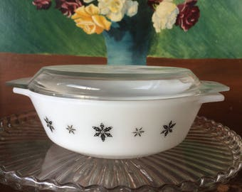 Pyrex Black Snowflake 2 Pint Casserole Dish With Lid