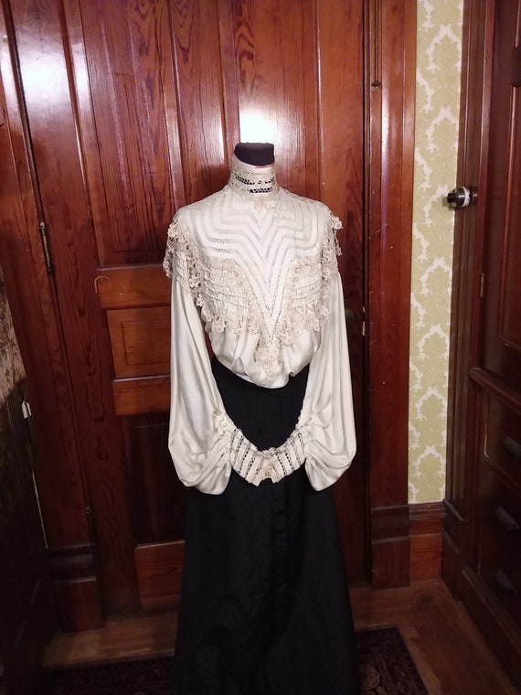 Edwardian Silk Blouse Ca 1910 Pigeon Breast Front