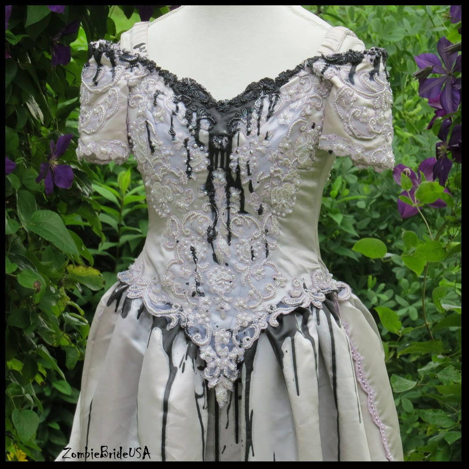 Short Sleeve Womens Gothic Bridal Gowns