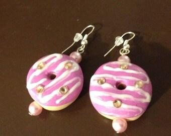 Pierced earrings pink donuts.