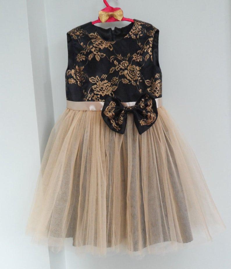 b07194b81d41 Pronto a spedire 6T poco vestito nero e vestito fiore ragazza