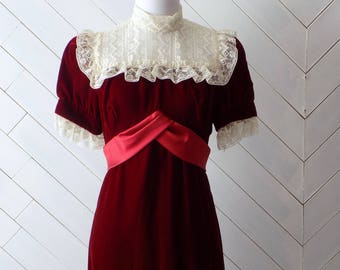 Be my baby | Vintage 1970's Velvet and Lace Dress | Xs S