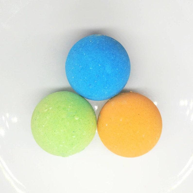 Blue Apple green/raspberry bath bomb / mango papaya image 0
