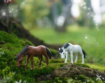 Fairy Miniature Tiny Horse 2pcs , White + Brown , Mini Fairy Garden Supplies DIY Accessories Terrarium Figurines