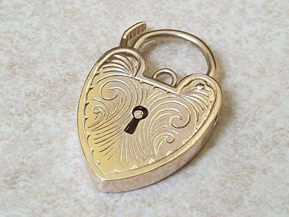 Ornate Working Heart Padlock in 9ct Gold