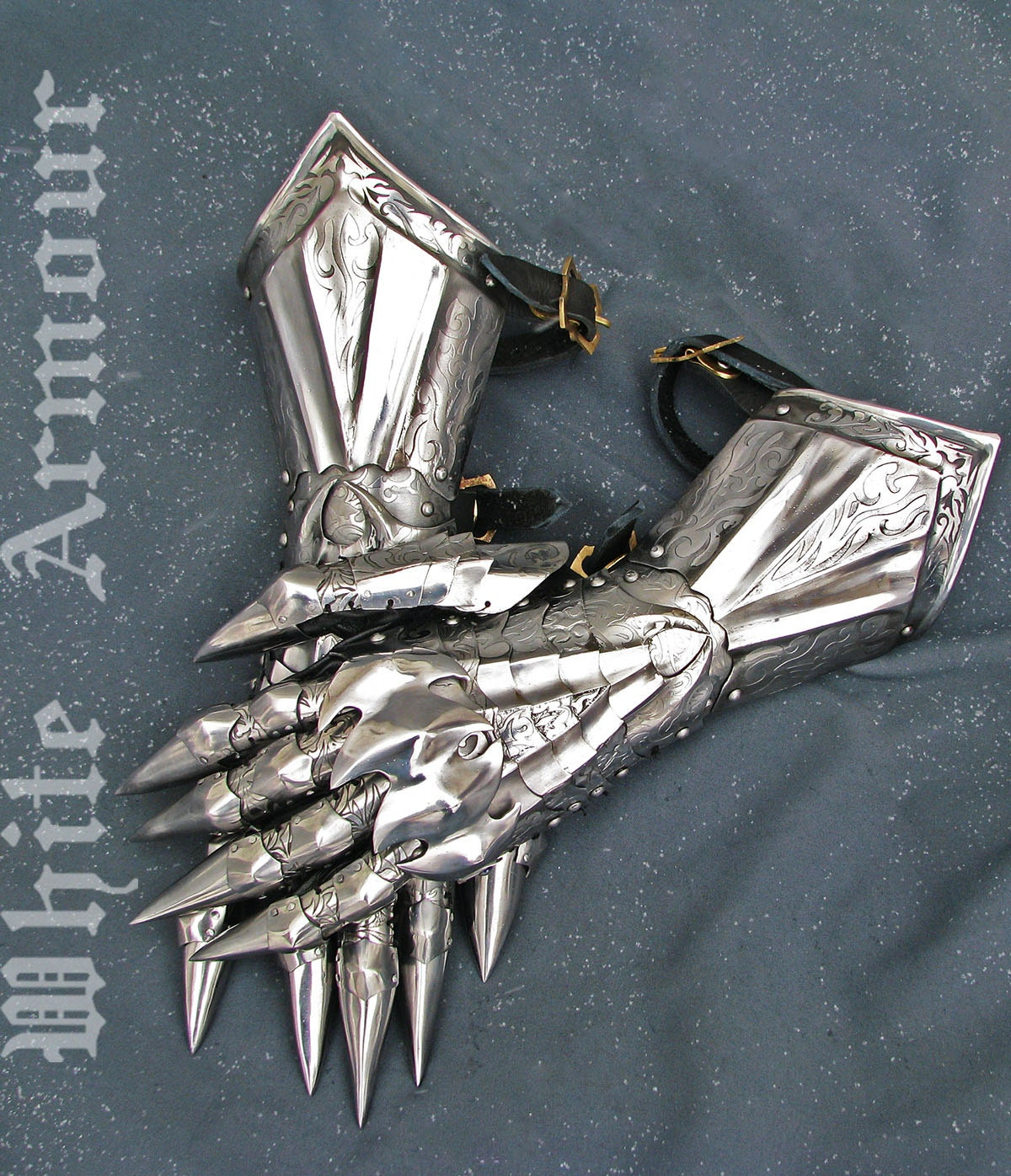 Sauron Gauntlet to Conquer the Middle-Earth