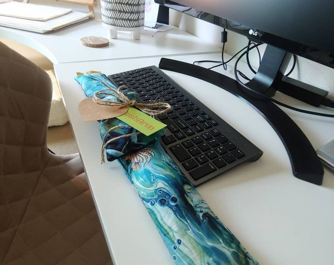 Dolphin stylish and  comfortable Keyboard and mouse computer wrist rest support