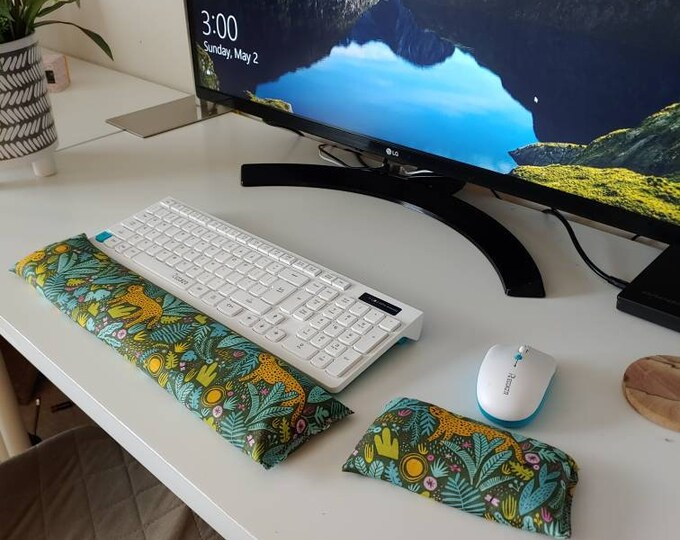 Green Jungle Cat stylish and  comfortable Keyboard and mouse computer wrist rest support- All Natural