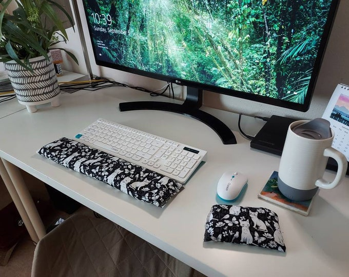 Kitty black and white stylish comfortable Keyboard and mouse computer wrist rest support