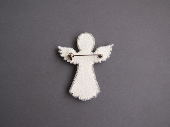 Guardian angel beaded brooch pin Beaded Jewelry Cute gift for daughter aunt Seed bead jewelry Embroidered cloth brooch mother