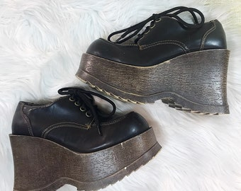 1910012f42b8 VINTAGE Soda 90s Chunky Wood Style Wedge Platform Brown Bubble Toe Trendy 5  1 2 Womens Shoes
