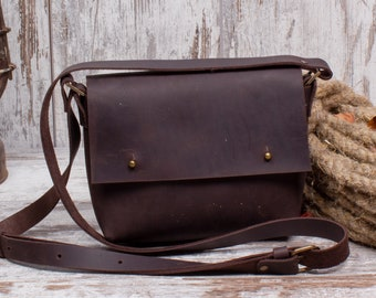 7134e88ad Small Unisex Shoulder Bag Made Of Natural Leather