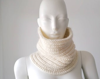 Snood man, snood woman, snood in unbleached wool, snood knitted by hand, snood made in France, gift idea man, necklace in ivory wool