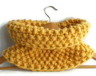Snood en laine jaune moutarde, snood en tricot jaune, écharpe jaune, col  jaune, tour de cou jaune, made in France, cadeau, snood chaud 5f9c8a6c7e3