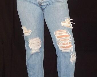 0944f6d9b23 Vintage 516 Levi s Distressed Boyfriend Jeans