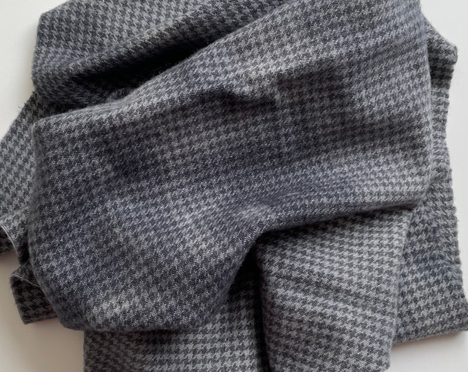 Charcoal Gray Houndstooth Value #5, Hand Dyed, Felted Wool Fabric for Rug Hookin, Wool Applique and Crafts