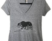 California Grizzly Women's V-neck Tee