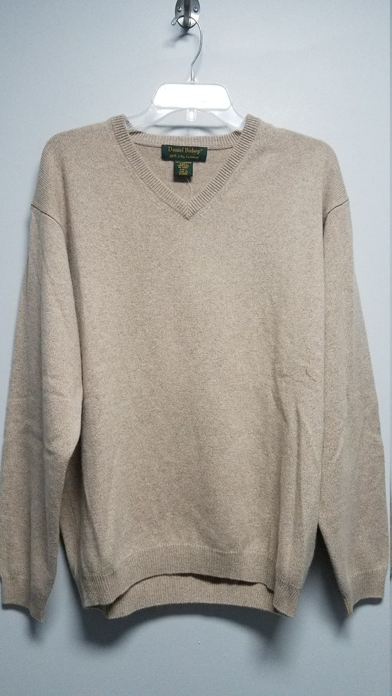 Very nice 100% 2 ply Cashmere Sweater  By DANIEL B