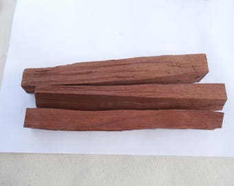 Toasted wood sticks for aging spirits, beer brewing, making bitters, or liquor flavoring