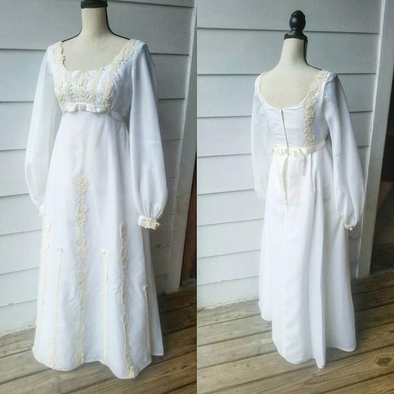 1960s Wedding Dress || Flower Detailing || Medium