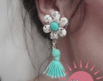 Medium earrings of Hindu ethnic flowers