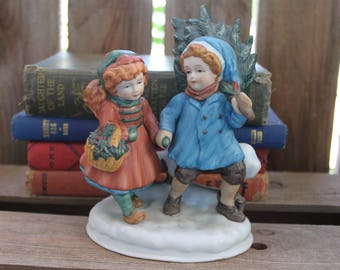 AVON CHRISTMAS MEMORIES 1981 vintage porcelain figurine statue sculpture sharing spirit first edition 1st tree basket fence kids carolers