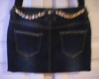 sac en jean bleu foncé  entièrement doublé à porter à l 'épaule