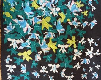c10b06fec091 Vintage des années 90 noir avec foulard imprimé Floral ou paréo, plus grand  foulard en Viscose avec des petits pompons, cadeau pour elle, cadeau de fête  des ...