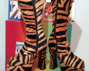 517d25edbebe 90 s Rare Shelly s Of London Vintage Spice Girls Animal Print Platform Boots  UK3