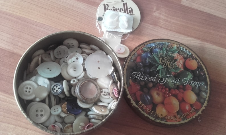 Cavendish /& Harvey Mixed Fruit Drops Sweet Tin full of Mother of Pearl Buttons 274 grams total weight Sewing Crafts Collector Vintage MOP