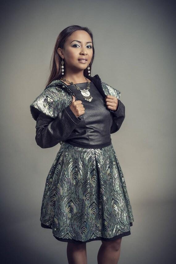 Falda corta estallada en tul bordado con adorno de lentejuelas  68ad5a61d702