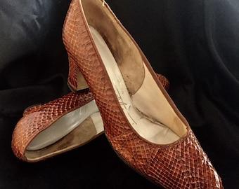 6e6b88f28c53 Classic Vintage Tan Snakeskin court shoes size 38