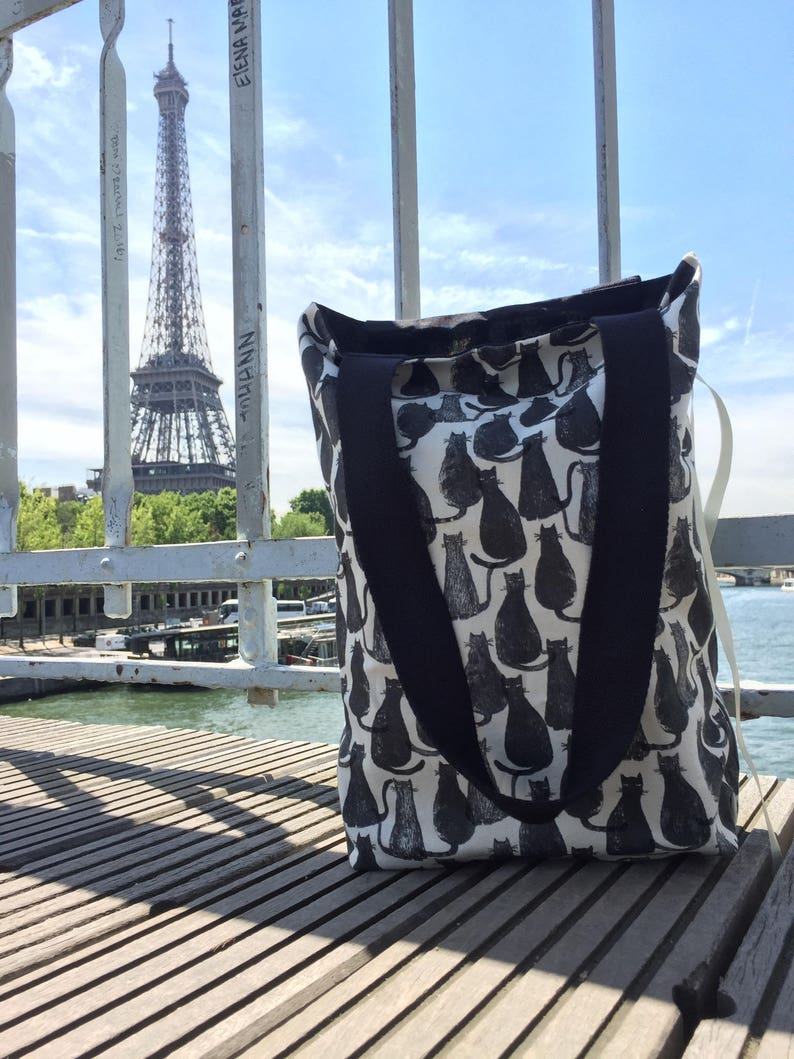 Free delivery in metropolitan France. Gift idea bag tote bag foldable Tote with black cats design Foldable tote bag