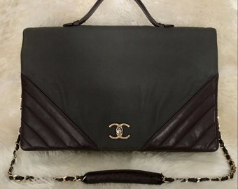 a77b5b20be34 Vintage CHANEL 1987 CC Turnlock Maxi Jumbo Flap Chevron Leather Computer  Messenger Travel Purse Bag 13.8