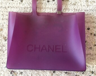 69641ca95795 Vintage XXL CHANEL CC Logo Purple Rubber Jelly Beach Tote Hand Bag Gym Purse  Shopper - Rare!
