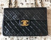 Vintage 90 39 s CHANEL Jumbo Maxi Matelasse CC Logo Turnlock Black Lambskin Leather Crossbody Shoulder Bag Purse Chain Strap - Excellent Cond