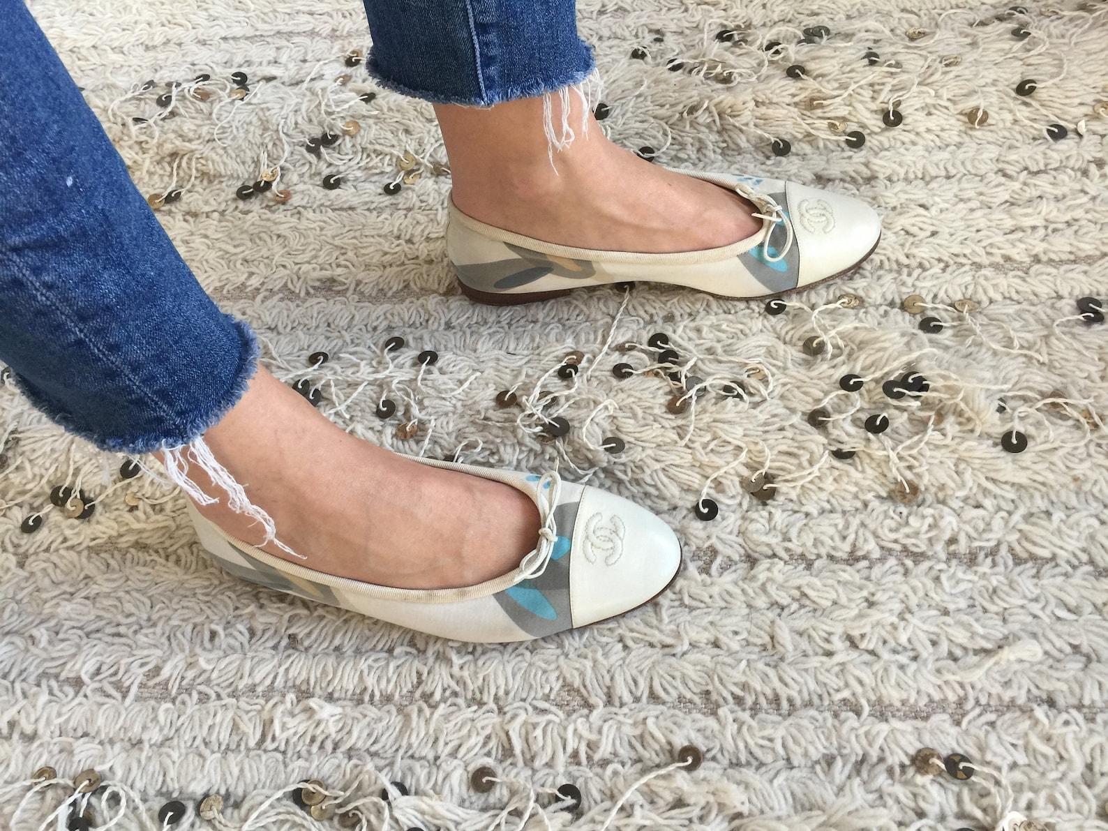 vintage chanel monogram cc logos script retro print & white leather cap toe ballet flats sandals slides slip on shoes eu 39 us 7