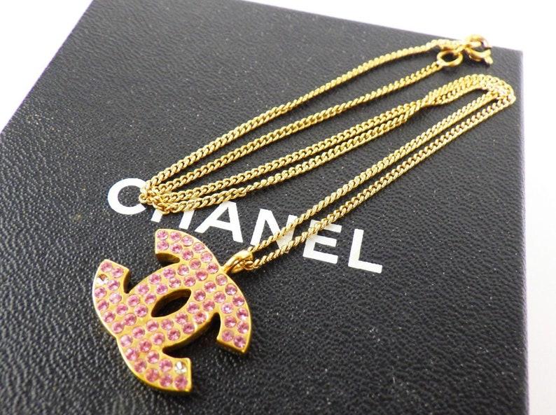 56deb9d68207 Vintage 90 s CHANEL CC Logo Pink Crystal Rhinestone
