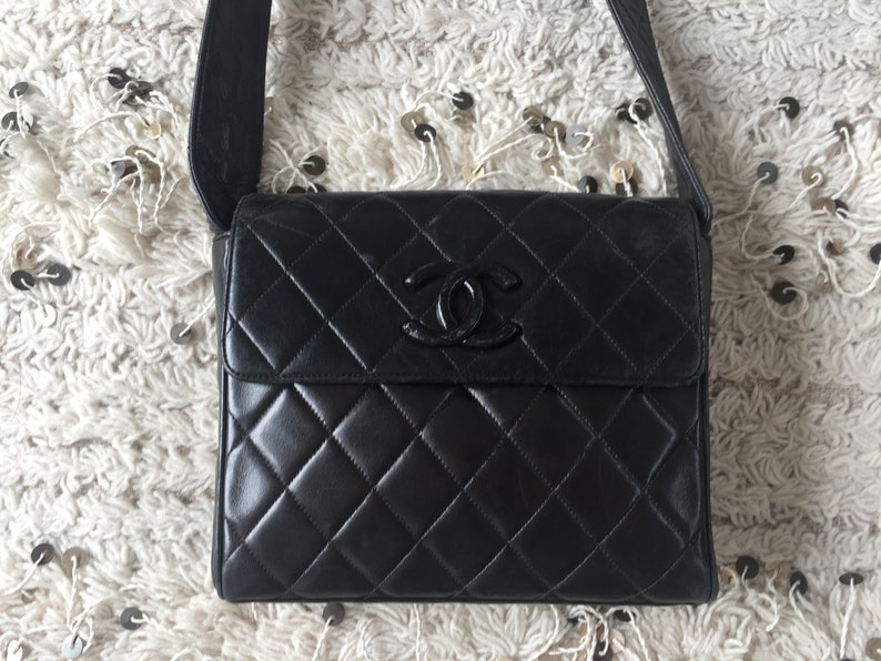 e6a4ba4923c4 Vintage 90 s CHANEL CC Logo Quilted Brown Black Leather