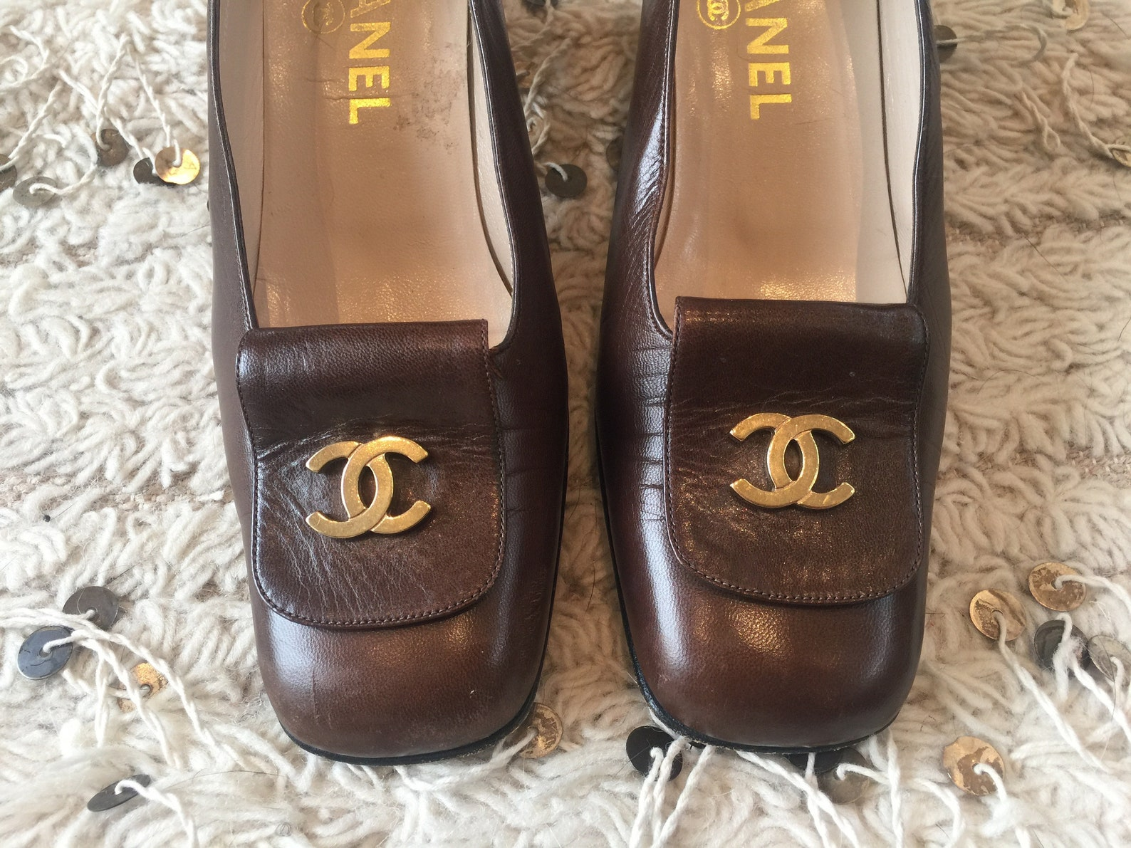 vintage chanel cc metal logo brown leather loafers heels driving shoes smoking slippers ballet flats 37.5 us 7 - 7.5