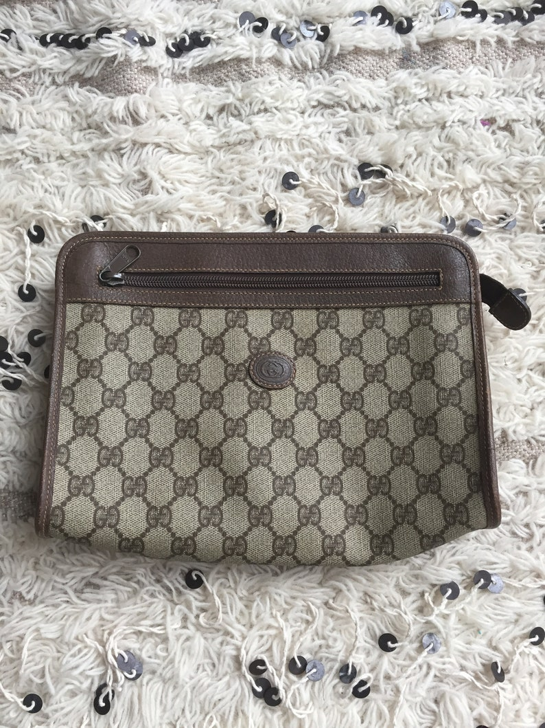 e9e51fd2803 Vintage 80 s GUCCI GG Monogram Supreme Brown Zipper Clutch