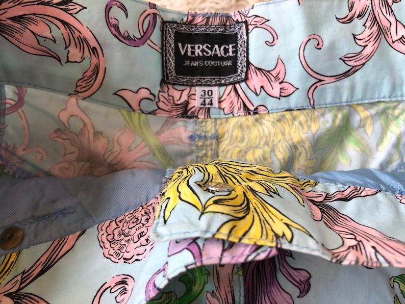 Vintage 90/'s VERSACE Jeans Couture Medusa Head Logo Floral Baroque print Denim Jeans Shorts Hot Pants High Waisted eu 4430-25 waist