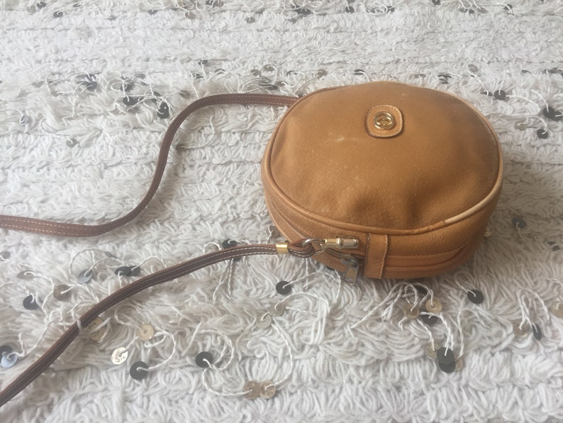 ed27f4e350118 Vintage GUCCI GG MONOGRAM Brown Tan Leather Canteen Round Crossbody Purse  Bag Clutch