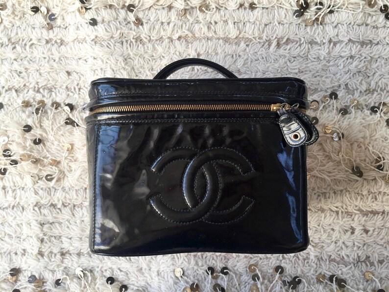 Vintage CHANEL CC Logo Crossbody Train Case Purse Bag Clutch  73db27101dcc9