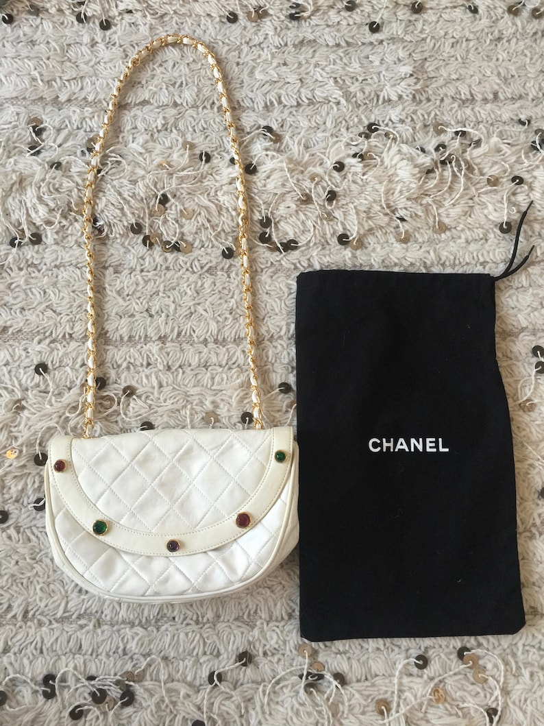 8cc1933f0a83 Vintage 90 s CHANEL Matelasse CC Logo Leather Quilted