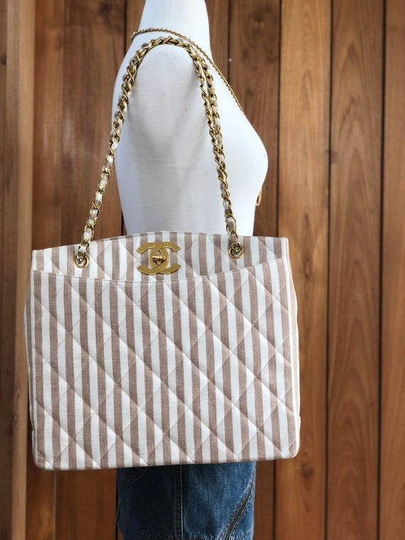 75640ecd0060e Vintage 90's XL CHANEL Maxi CC Logo Turnlock Beige Gingham quilted Canvas w  Chain details Jumbo Tote Tote Purse Shoulder Bag