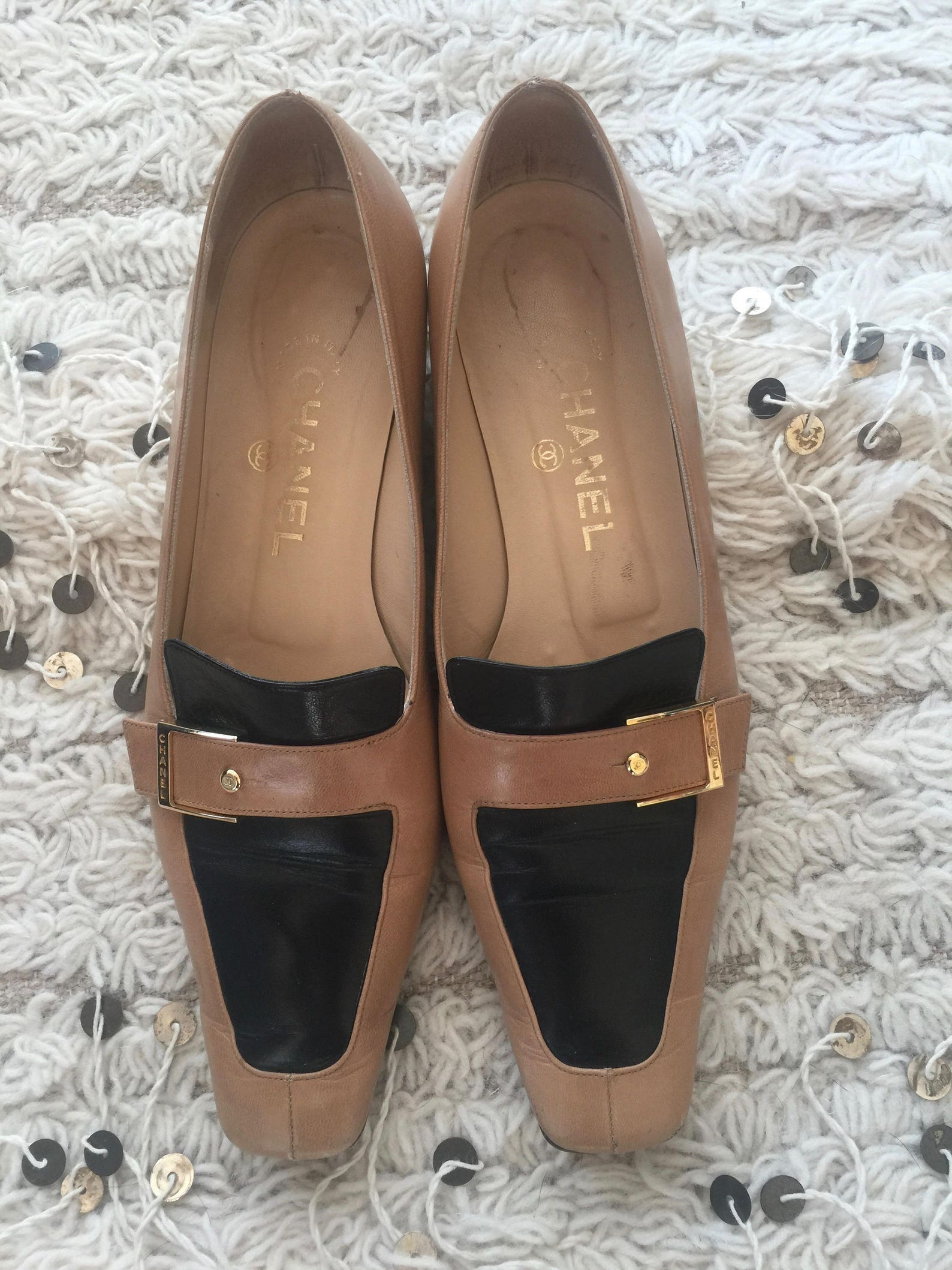 vintage chanel cc logo gold metal plate two tone tan loafers flats smoking shoes slipper ballet driving flat 38 us 7 - 7.5