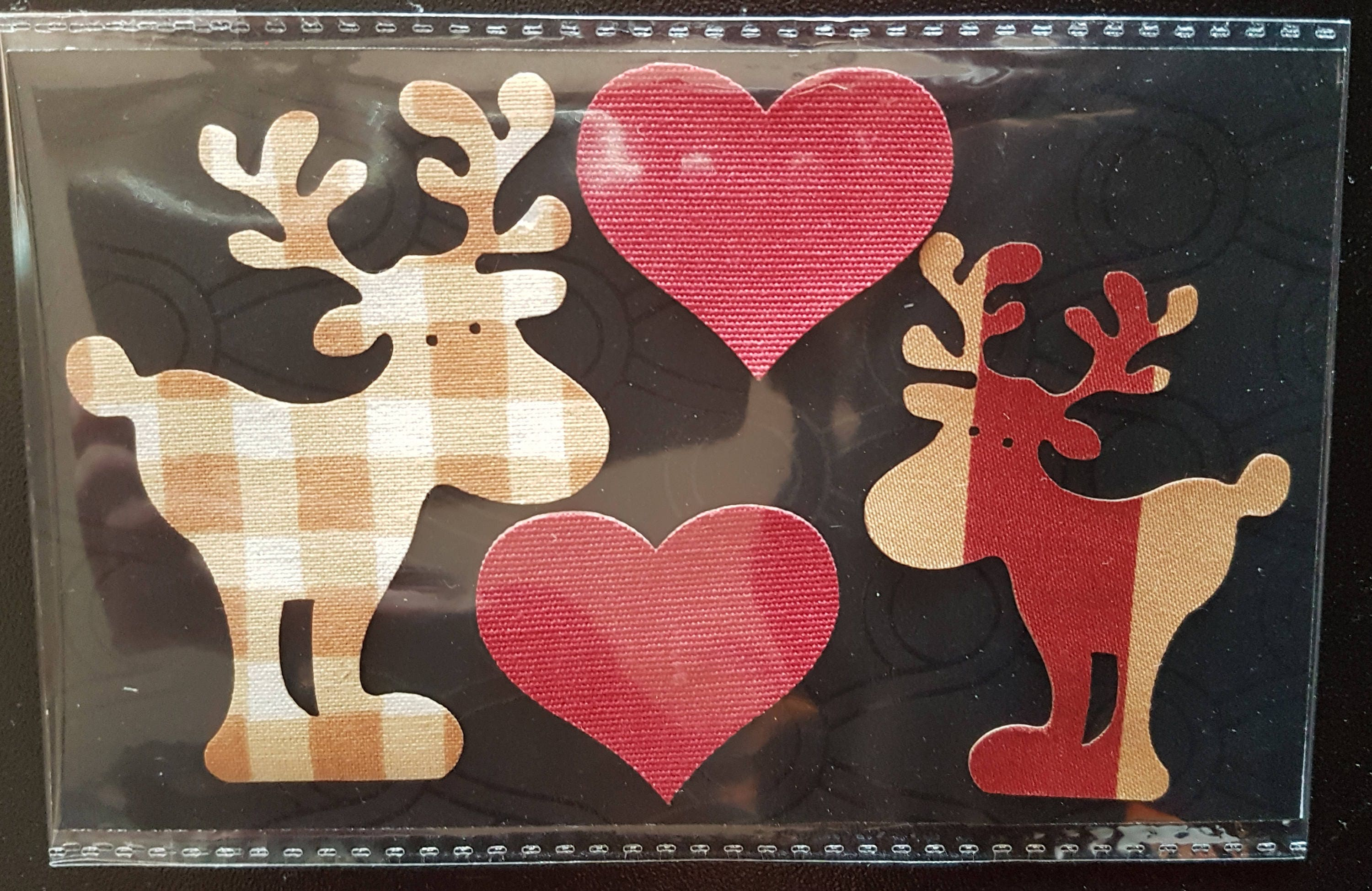 Adhesive patches reindeer hearts to be applied on pillows