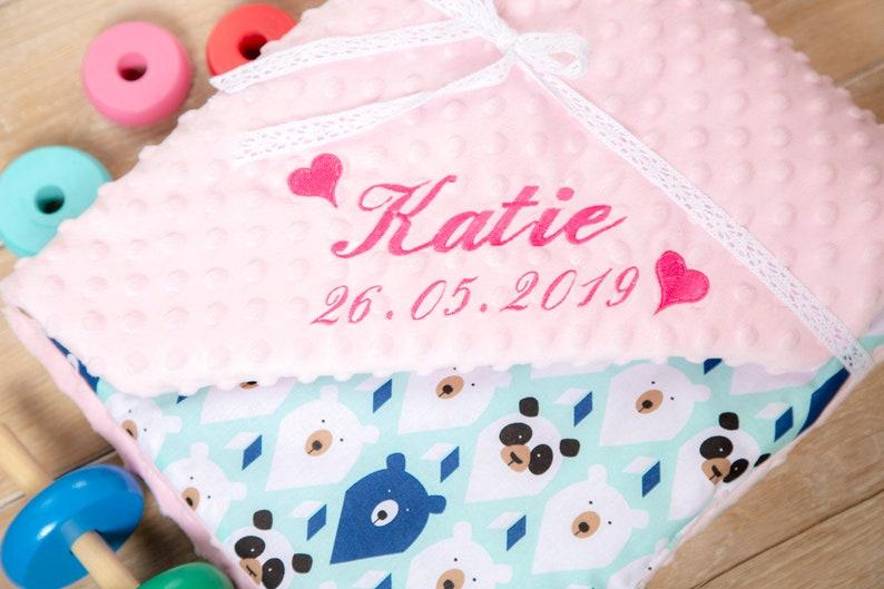 Couverture bébé rose personnalisée - Créatrice ETSY : MyCUDDLESOME