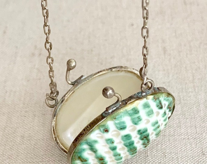 Shell Locket Pendant Necklace Vintage Jewelry Secret Compartment Green Oval Scallop Shell Victorian Style